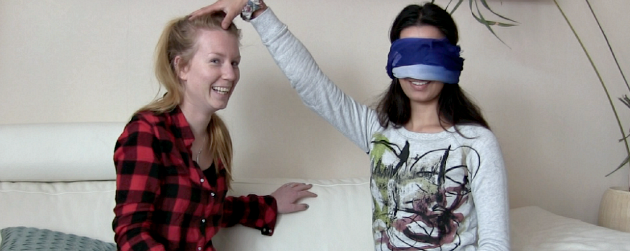 Video: Reupload Blindfolded Makeup Challenge (nu met minder kauwgomgesmak!)