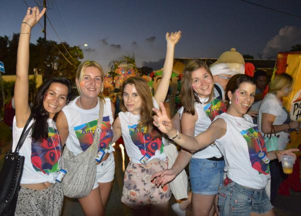 curacao carnaval girls