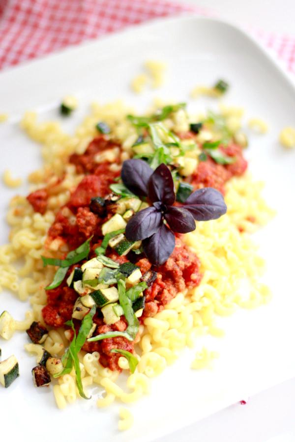 pasta met pittige tomatensaus en gegrilde courgette-4
