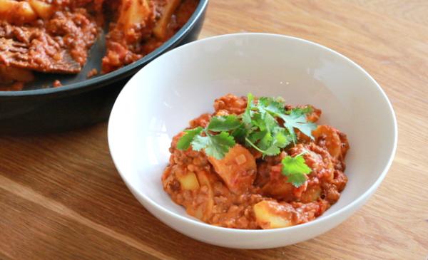 €3 challenge | rode curry met linzen en aardappelen