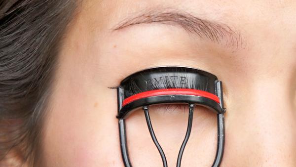 eyeliner beauty hacks - 2