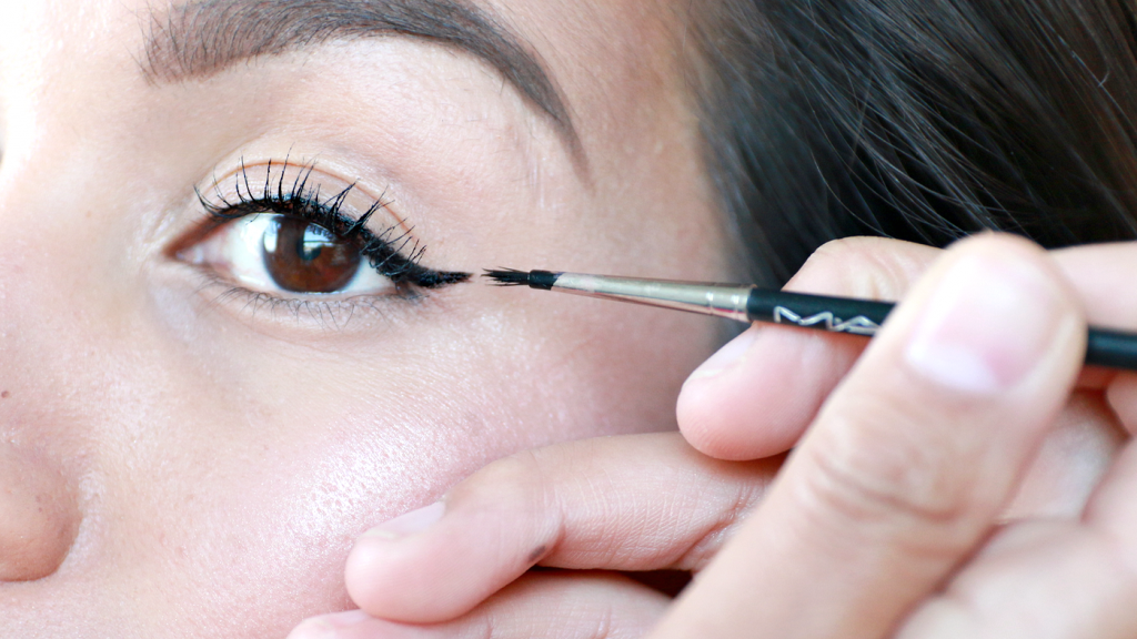 essence The Cushion Eyeliner review_ - 11