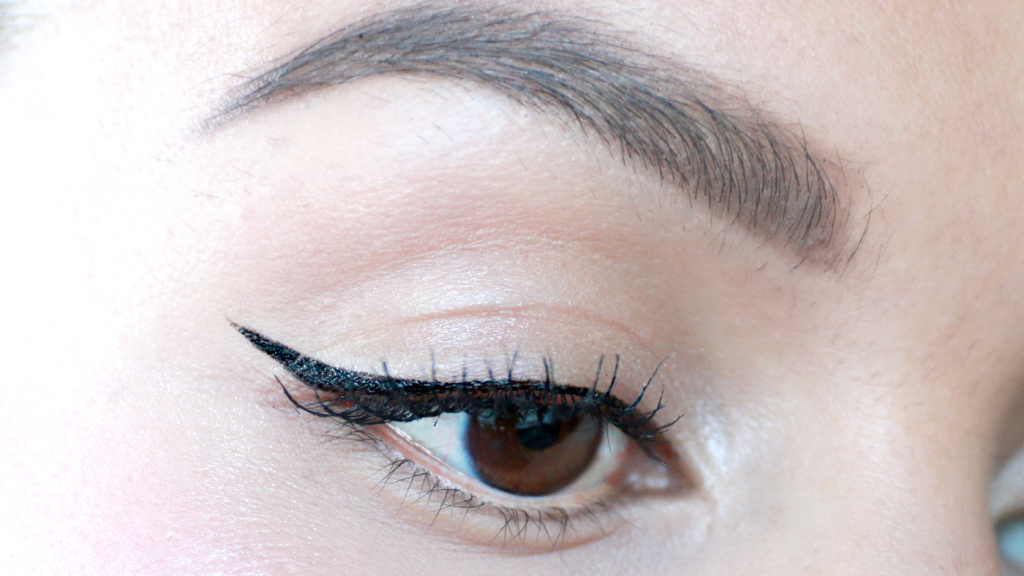 essence The Cushion Eyeliner review_ - 8