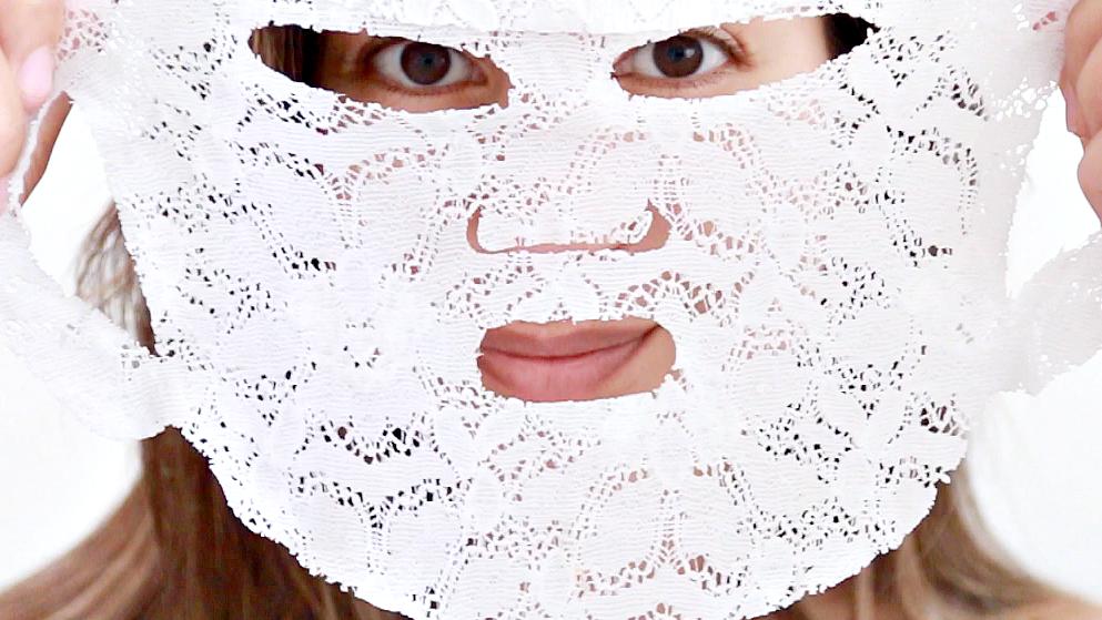masker voor gezicht houden